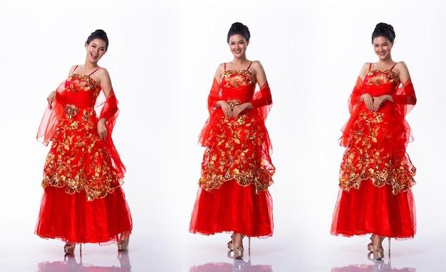 Портрет мисс азиатский конкурс красоты в красном платье с юбкой, студийное освещение на белом фоне, групповой коллаж с изолированным телом в полный рост