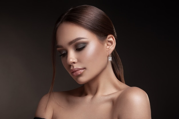 Портрет модели с естественным макияжем