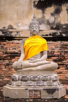 タイ、アユタヤの古い仏像の肖像画