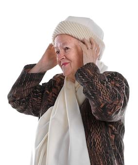 흰색 바탕에 모자를 쓰고 늙은 여자의 초상화