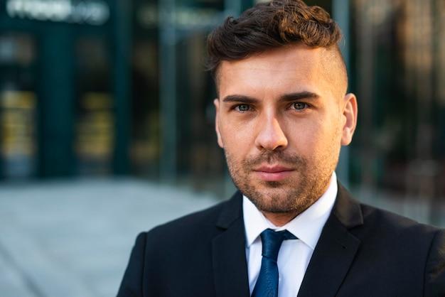 Портрет открытого бизнесмена