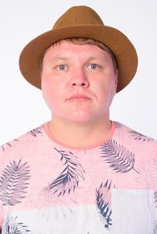 白で隔離の帽子をかぶって太りすぎの観光客の男性の肖像画