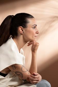 Портрет задумчивой женщины