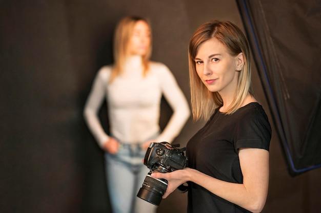 写真家の写真アートコンセプトの肖像画