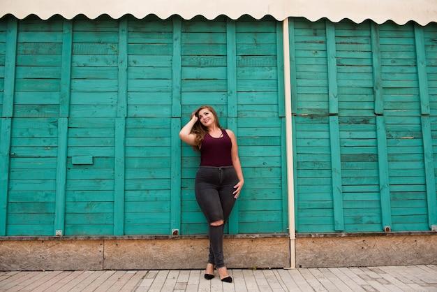 Портрет красивой женщины больших размеров