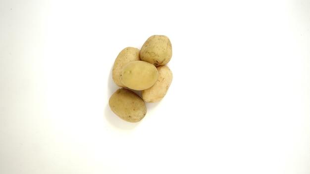 白い背景の上のジャガイモの肖像画