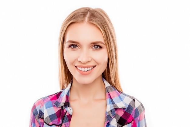 晴れやかな笑顔でかなり若いブロンドの女性の肖像画