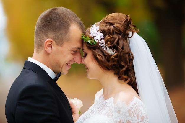 愛のロマンチックなカップルの肖像画、結婚式
