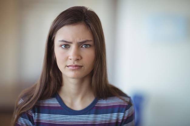 悲しい女子高生の肖像画