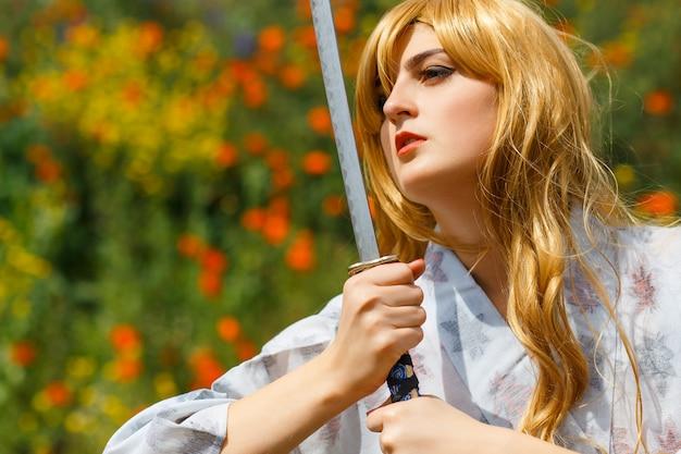 Портрет самурайки с мечом