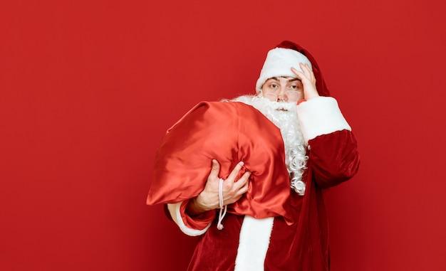 선물 무거운 가방 산타 클로스의 초상화