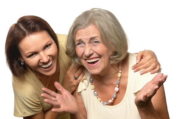 白い背景の上の娘と年配の女性の肖像画