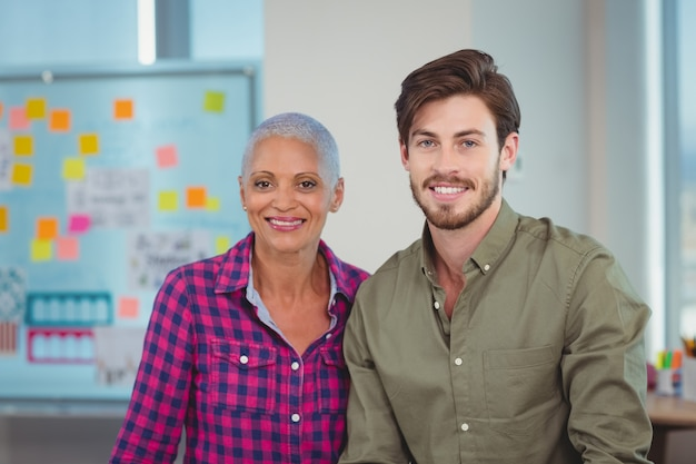 Портрет улыбающихся руководителей предприятий