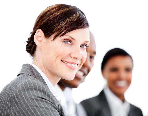 プレゼンテーションを聴く笑顔の実業家の肖像