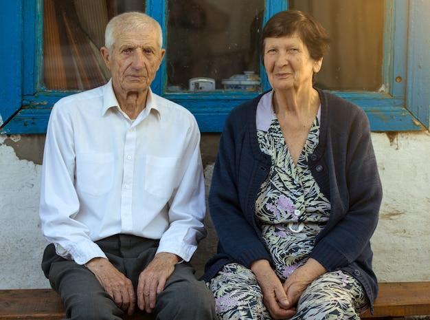 笑顔の祖父母のクローズアップの肖像画