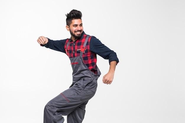Портрет улыбающегося индийского работника в форме, изолированных на белом пространстве Premium Фотографии