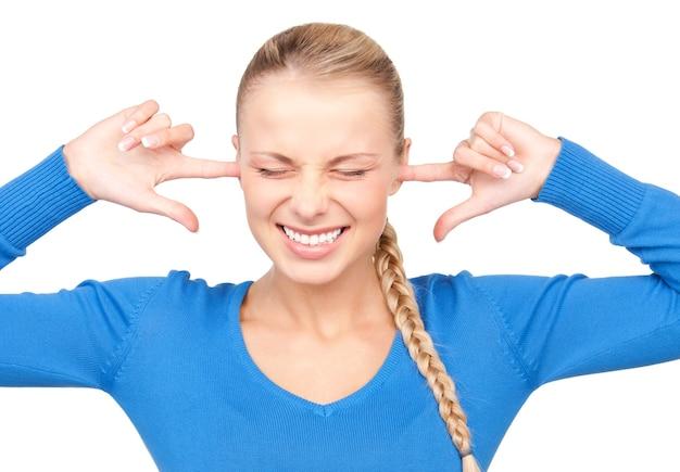 귀에 손가락으로 웃는 여자의 초상화