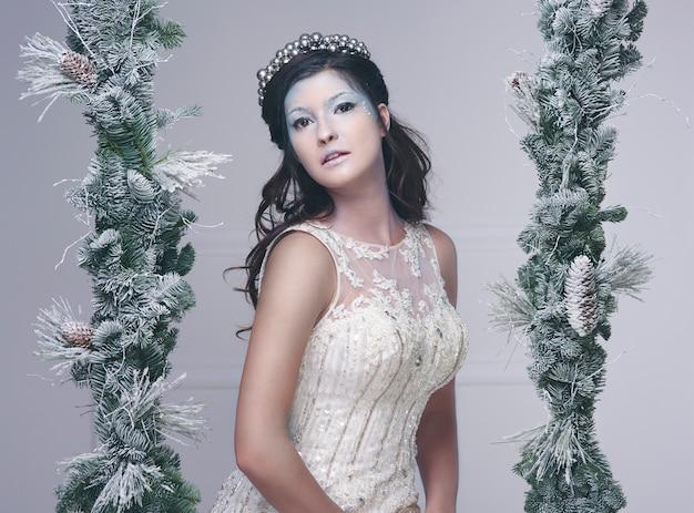 Портрет снежной феи в студии выстрел