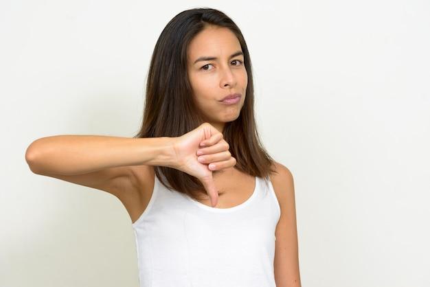 親指を下に与えるストレスの多い多民族の女性の肖像画