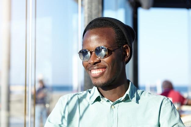スタイリッシュなアフリカ系アメリカ人の男の肖像