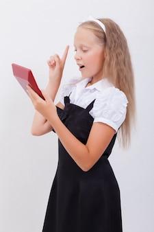 電卓で十代の少女の肖像画