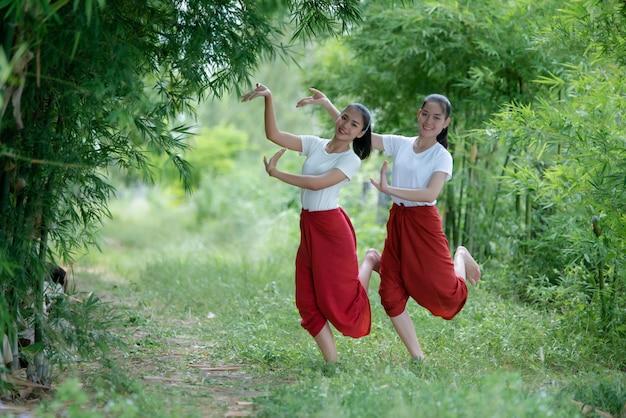 アートカルチャータイダンス、タイのタイの若い女性の肖像画