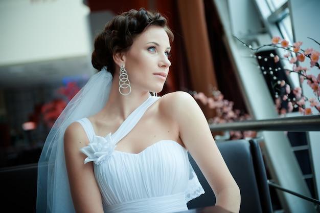 若い美しい花嫁の肖像画