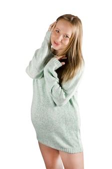 若い幸せな笑顔の妊婦の肖像画。白で隔離