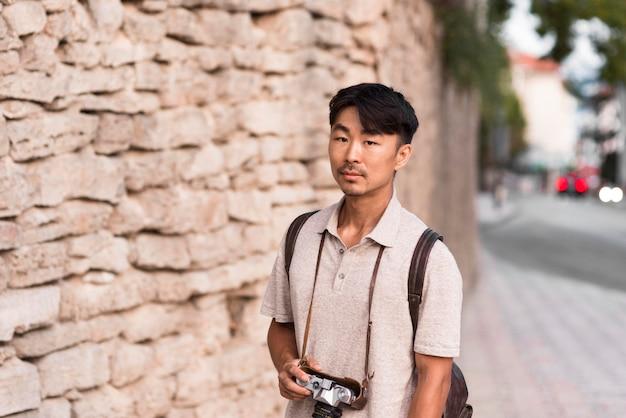 休日の観光客の肖像画