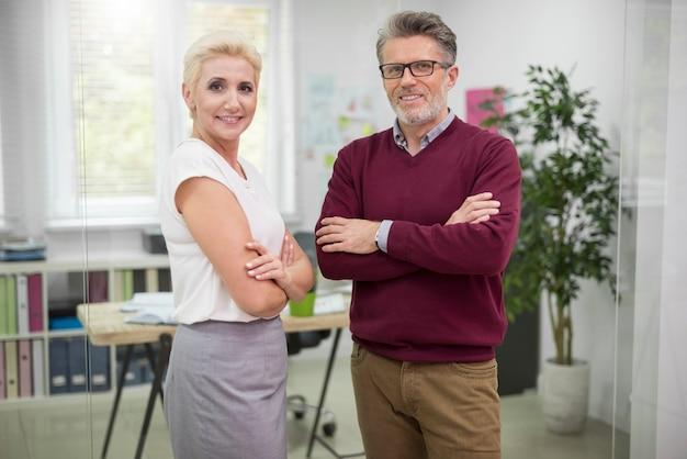 会社の2人のマネージャーの肖像