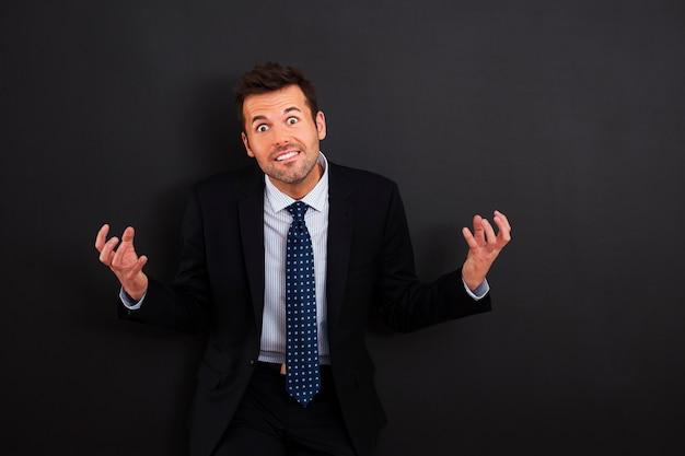 Портрет очень разгневанного бизнесмена