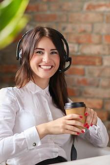 女性の顧客サービス労働者の肖像画