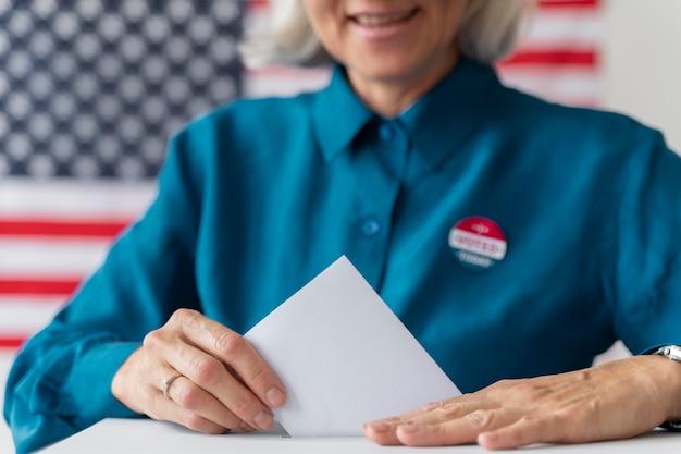유권자 등록일에 여성의 초상화