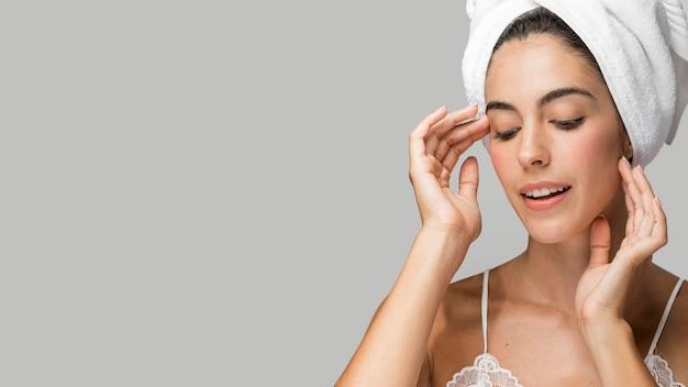 Портрет женщины в полотенце