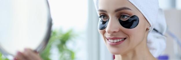Портрет женщины с черными пятнами на лице, омолаживающие процедуры для лица в домашних условиях