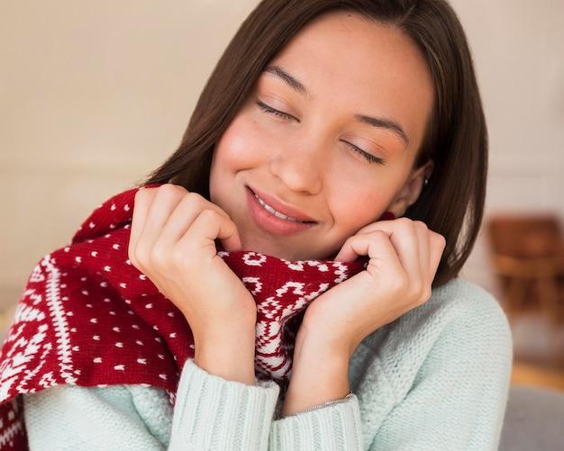 スカーフを持つ女性の肖像画