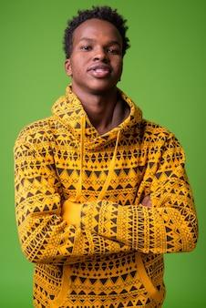 パーカーを着ている若いアフリカ人の肖像画