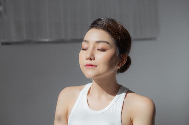 若いアジアの女性の美しさの画像の肖像画