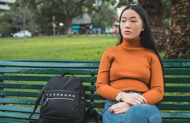 Портрет молодой азиатской женщины