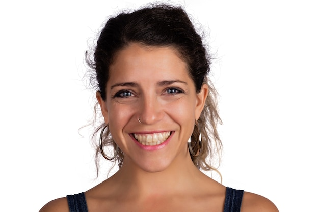 笑っている若い美しい女性の肖像画