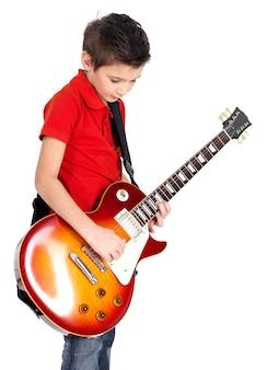 白で隔離のエレキギターを持つ少年の肖像画