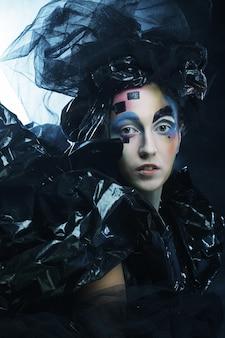 Портрет молодой стильной женщины с творческим лицом. halloween party.