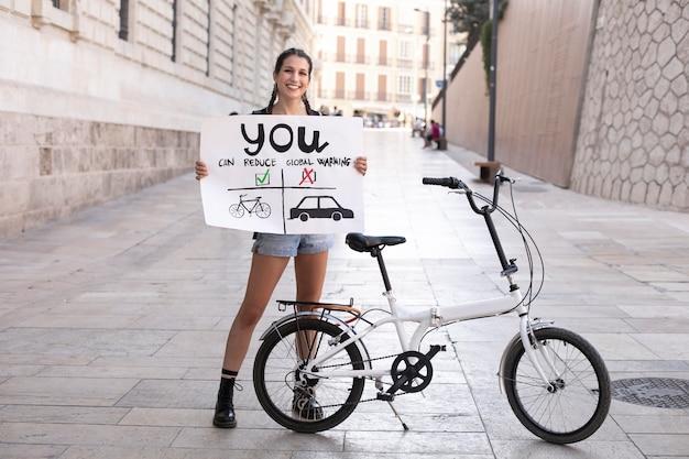 기후 변화에 항의하는 젊은 여성의 초상화