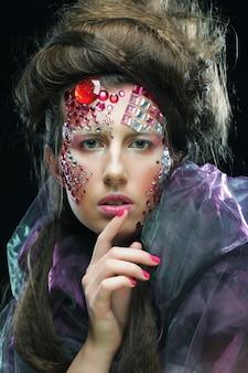 창조적 인 얼굴, 할로윈 사진 젊은 여자의 초상화.