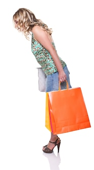 Портрет молодой женщины с хозяйственной сумкой