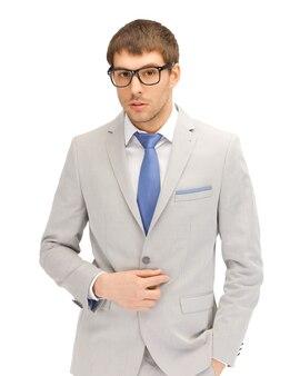 Портретная картина спокойного бизнесмена в очках