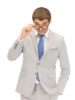 Портретное изображение счастливого бизнесмена в очках