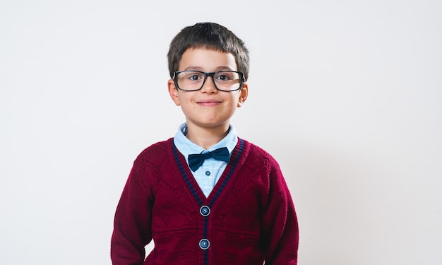 眼鏡をかけた肖像画の男子生徒