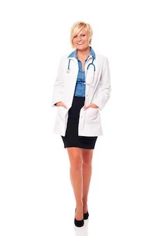 Ritratto del medico femminile sorridente