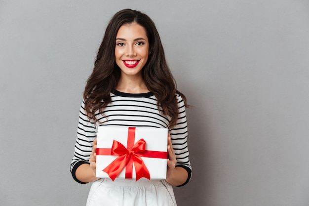 Portrait of a smiling girl holding present box